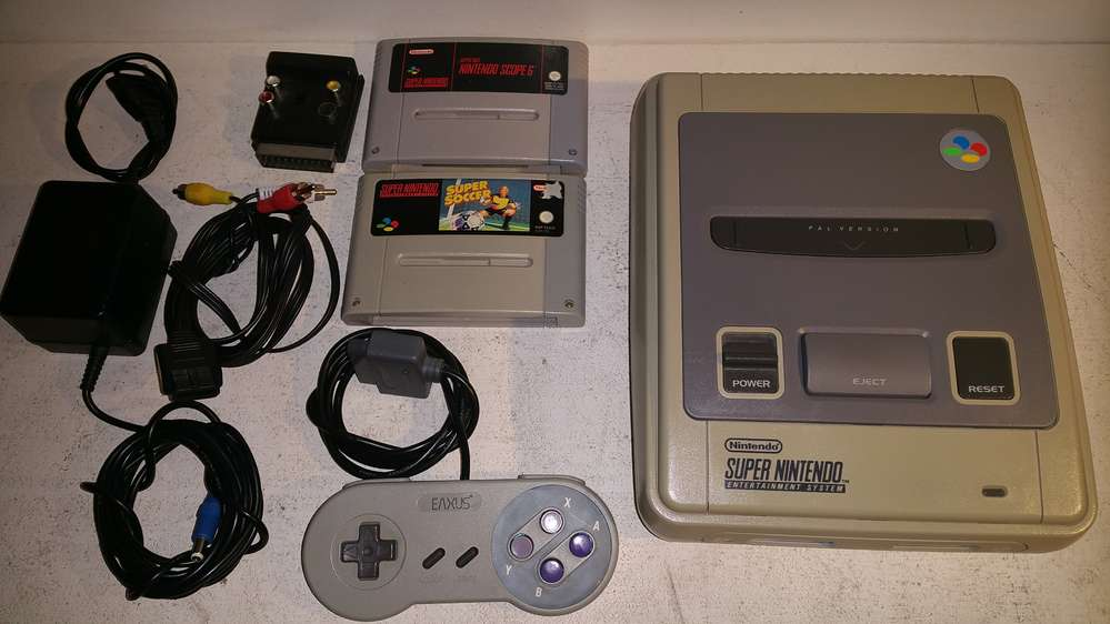 Nintendo SNES Console (Super Nintendo) with 2 games